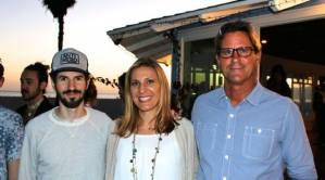 De izquierda a derecha: Brad de Linkin Park, Whitney de Music for Relief y Serge de WC/CS durante el evento de lanzamiento de la campaña manglares/océano de MFR en Venice Beach.